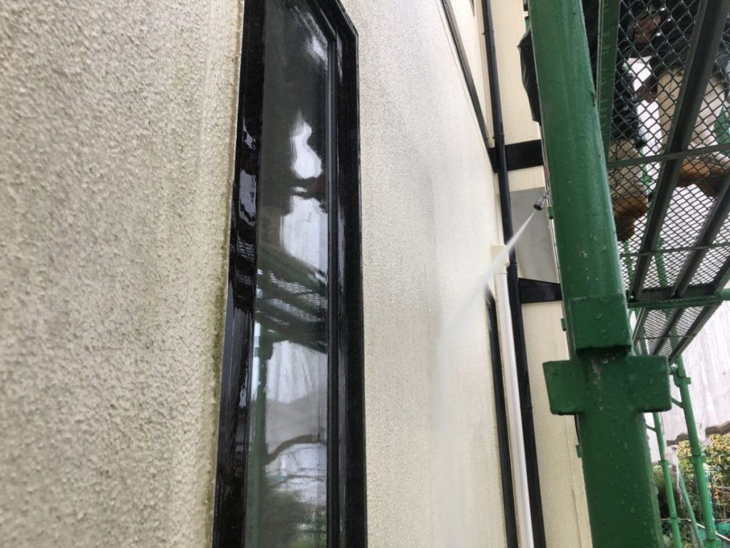 外壁塗装高圧洗浄洗い流し
