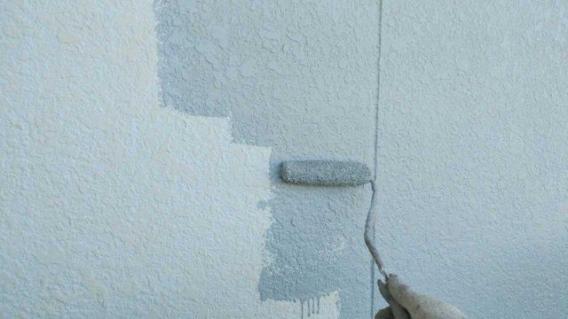 【宮崎・鹿児島地区】モルタル外壁の住宅でシーリング作業を行います外壁中塗り_1_確定
