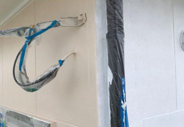 【宮崎県都城市】久保原町にある住宅で塗装前のシーリング補修を行います外壁中塗り_1_確定