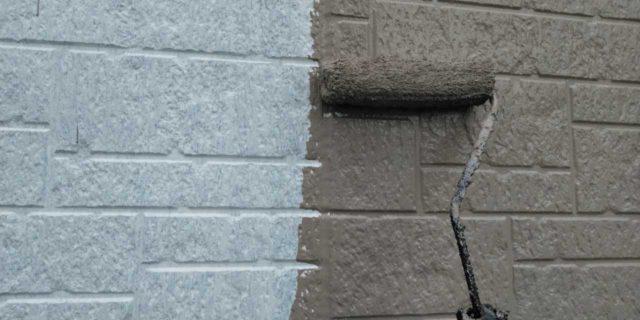 【宮崎県宮崎市】清武町にある黒い屋根の住宅で塗装前に仮設足場とシーリング工事を行います外壁中塗り_1_確定