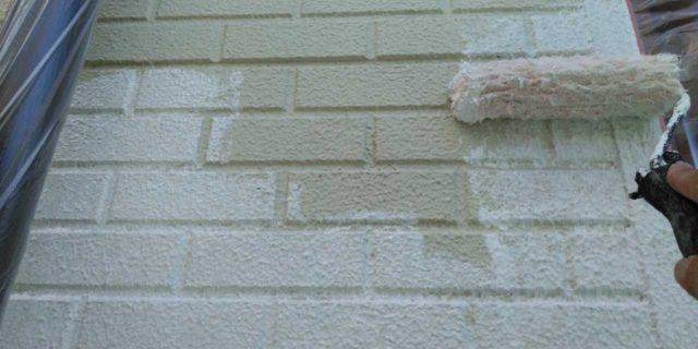 【宮崎県宮崎市】恒久にある粘土瓦の屋根の住宅で足場設置・養生・高圧洗浄を行います外壁下塗り_1_確定