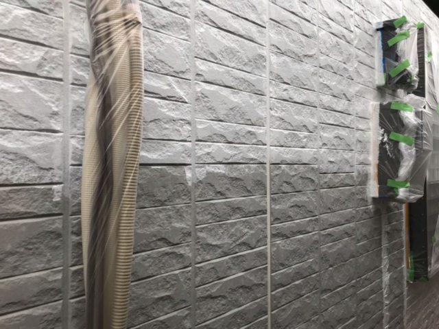 【宮崎県宮崎市】大坪東にあるセメント瓦屋根とFRP防水ベランダの住宅で仮設足場・高圧洗浄・シーリング工事を行います外壁下塗り_1_確定