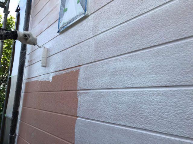 【宮崎県宮崎市】田野町にあるコロニアル&窯業系サイディングの住宅で足場設置・養生・高圧洗浄を行います外壁下塗り_1_確定