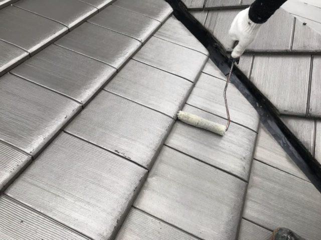 【宮崎県宮崎市】大坪東にあるセメント瓦屋根とFRP防水ベランダの住宅で仮設足場・高圧洗浄・シーリング工事を行います屋根下塗り_1_確定