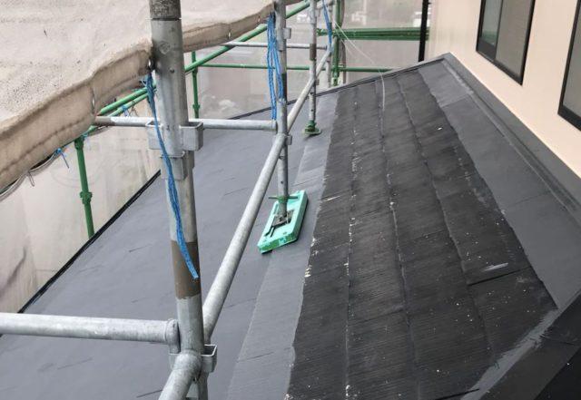 【宮崎県都城市】久保原町にある住宅で塗装前のシーリング補修を行います屋根下塗り_1_確定