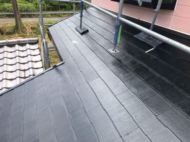 【宮崎県宮崎市】田野町にあるコロニアル&窯業系サイディングの住宅で足場設置・養生・高圧洗浄を行います屋根下塗り_1_確定