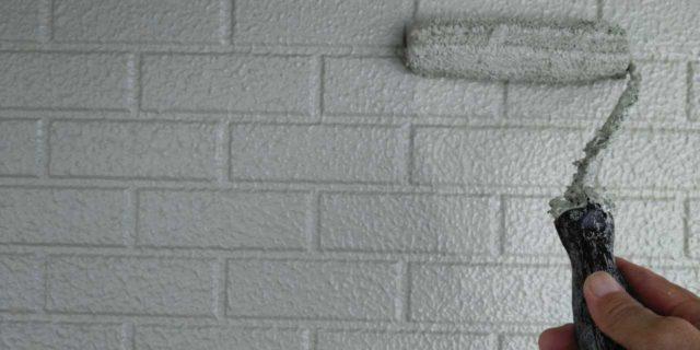 【宮崎県宮崎市】恒久にある粘土瓦の屋根の住宅で足場設置・養生・高圧洗浄を行います外壁上塗り_1_確定
