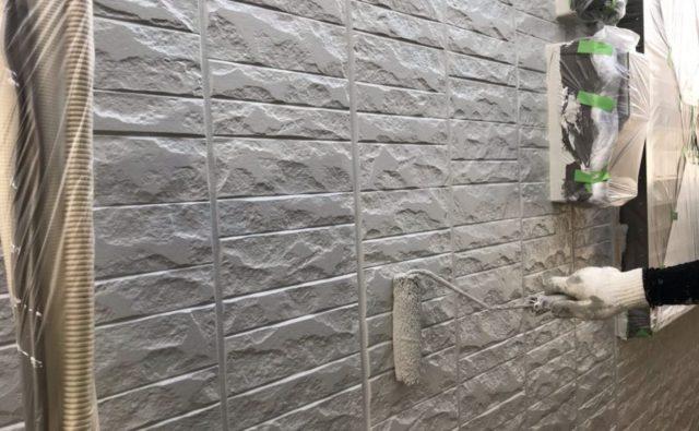 【宮崎県宮崎市】大坪東にあるセメント瓦屋根とFRP防水ベランダの住宅で仮設足場・高圧洗浄・シーリング工事を行います外壁上塗り_1_確定