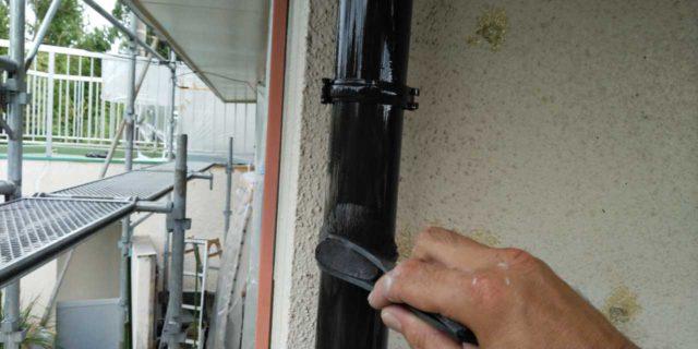 【鹿児島県曽於郡】大崎町にあるスレート屋根の住宅で足場設置・養生・高圧洗浄を行います雨樋上塗り_1_確定
