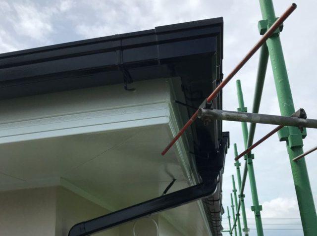 【宮崎県都城市】久保原町にある住宅で塗装前のシーリング補修を行います雨樋上塗り_1_確定