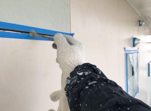 【宮崎県都城市】久保原町にある住宅で塗装前のシーリング補修を行いますマスキング・プライマー処理_1_確定