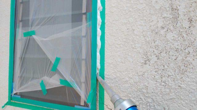 【宮崎・鹿児島地区】モルタル外壁の住宅でシーリング作業を行いますシール充填_1_確定