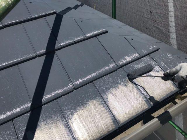 【宮崎県宮崎市】大坪東にあるセメント瓦屋根とFRP防水ベランダの住宅で仮設足場・高圧洗浄・シーリング工事を行います屋根中塗り_1_確定
