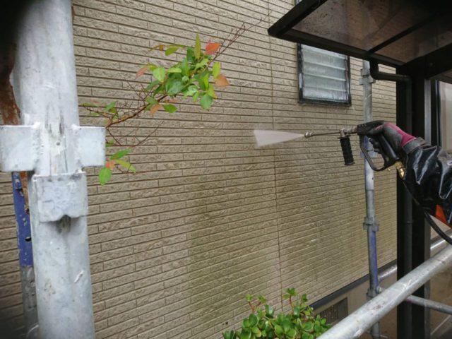【宮崎県宮崎市】日ノ出にあるFRP防水ベランダの住宅で足場設置・養生・高圧洗浄を行います高圧洗浄洗い流し_1_確定
