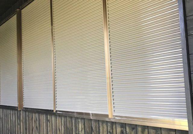 【鹿児島県霧島市】霧島田口にある住宅で高圧洗浄とシーリング工事を行います雨戸上塗り_1_確定
