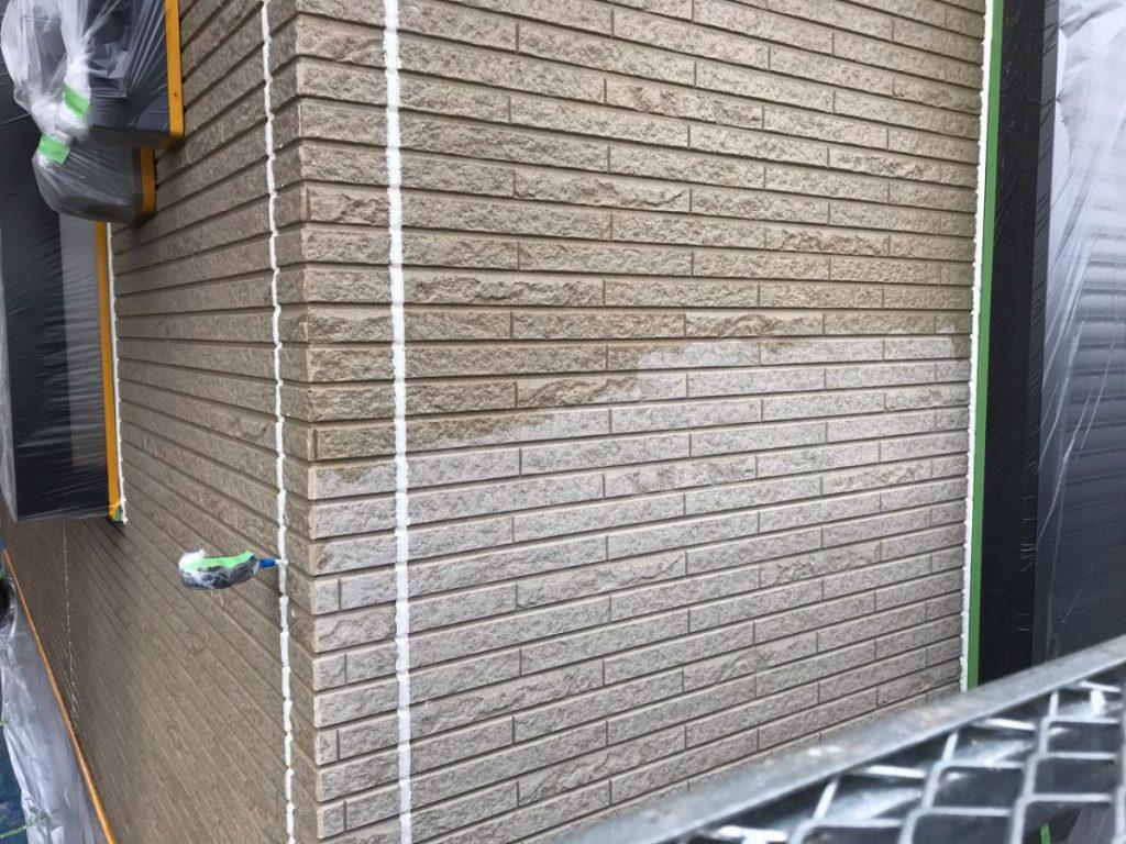 サイディング壁の下塗り塗装