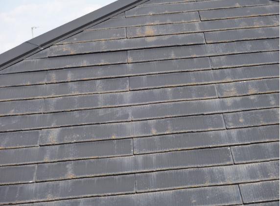 スレート屋根の浮き状況