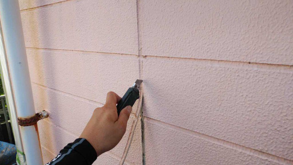 鹿児島市塗装工事 コーキング補修撤去の様子