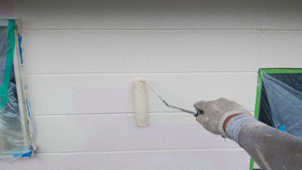 鹿児島市塗装工事 外壁中塗りの様子