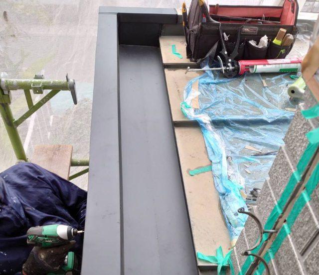 【宮崎・鹿児島地域】外壁や軒天、雨樋、玄関庇排水板金、雨水浸透ますなどを修繕・塗装した工事玄関庇排水板金補修