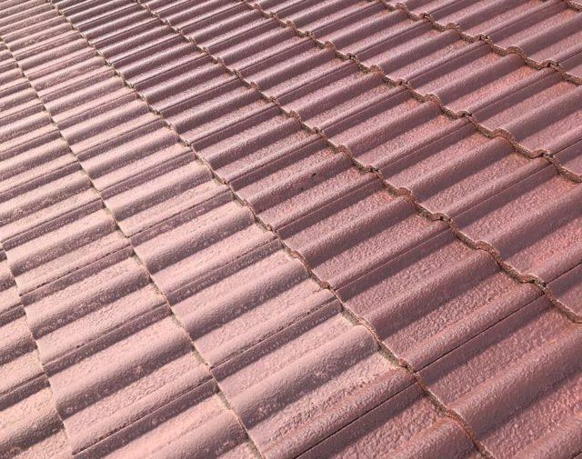【宮崎県宮崎市】清武町にある住宅で瓦屋根とサイディング外壁を塗装した工事屋根下