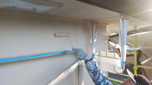 【宮崎・鹿児島地域】外壁や軒天、雨樋、玄関庇排水板金、雨水浸透ますなどを修繕・塗装した工事外壁上塗り