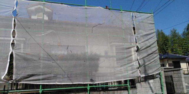 【鹿児島県霧島市】郡田にある住宅でモルタル外壁とセメント瓦屋根を塗装した工事養生