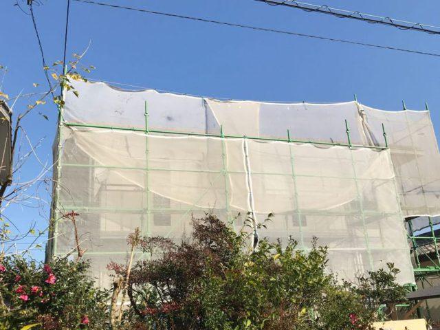 【宮崎県宮崎市】清武町にある住宅で瓦屋根とサイディング外壁を塗装した工事養生