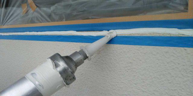 【鹿児島県霧島市】郡田にある住宅でモルタル外壁とセメント瓦屋根を塗装した工事シーリング充填