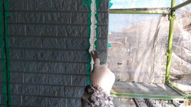 【宮崎・鹿児島地域】外壁や軒天、雨樋、玄関庇排水板金、雨水浸透ますなどを修繕・塗装した工事シーリングおさえこみ