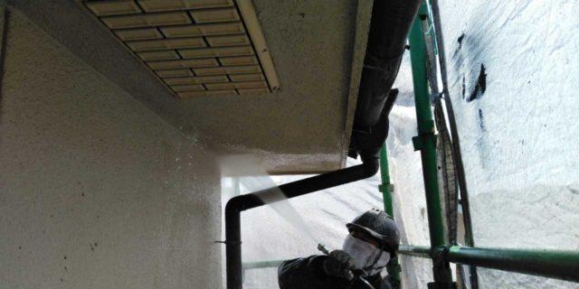 【鹿児島県霧島市】郡田にある住宅でモルタル外壁とセメント瓦屋根を塗装した工事洗浄