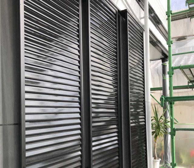 【宮崎県宮崎市】清武町にある住宅で瓦屋根とサイディング外壁を塗装した工事雨戸