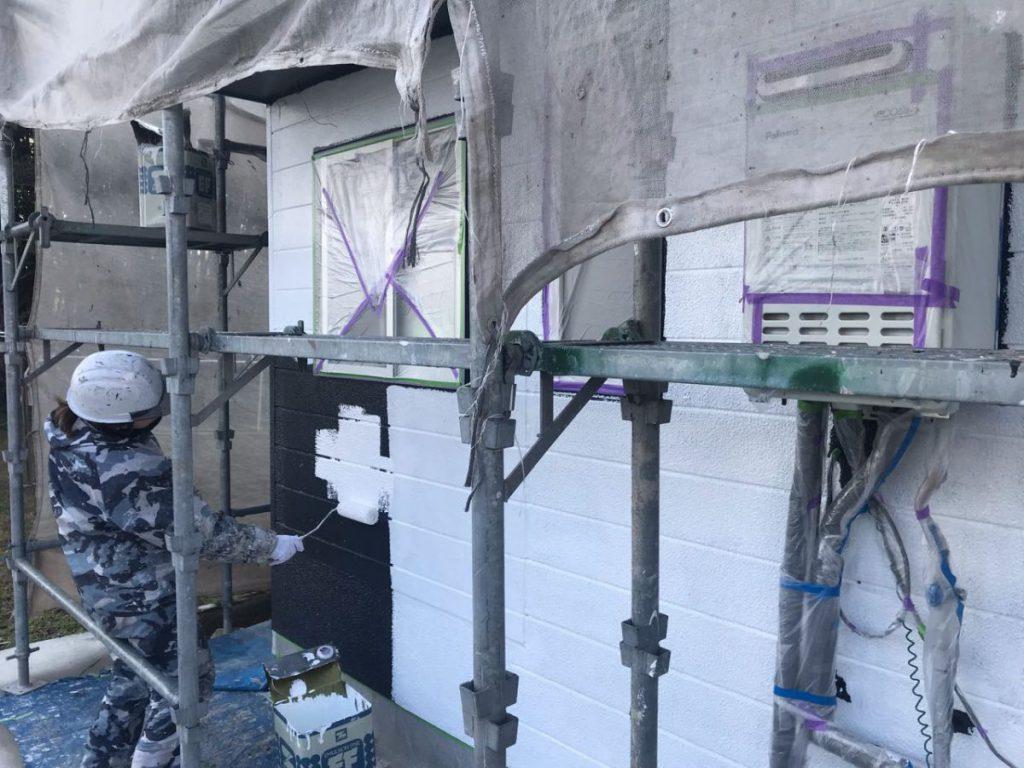 薩摩川内市外壁塗装中塗り1回目