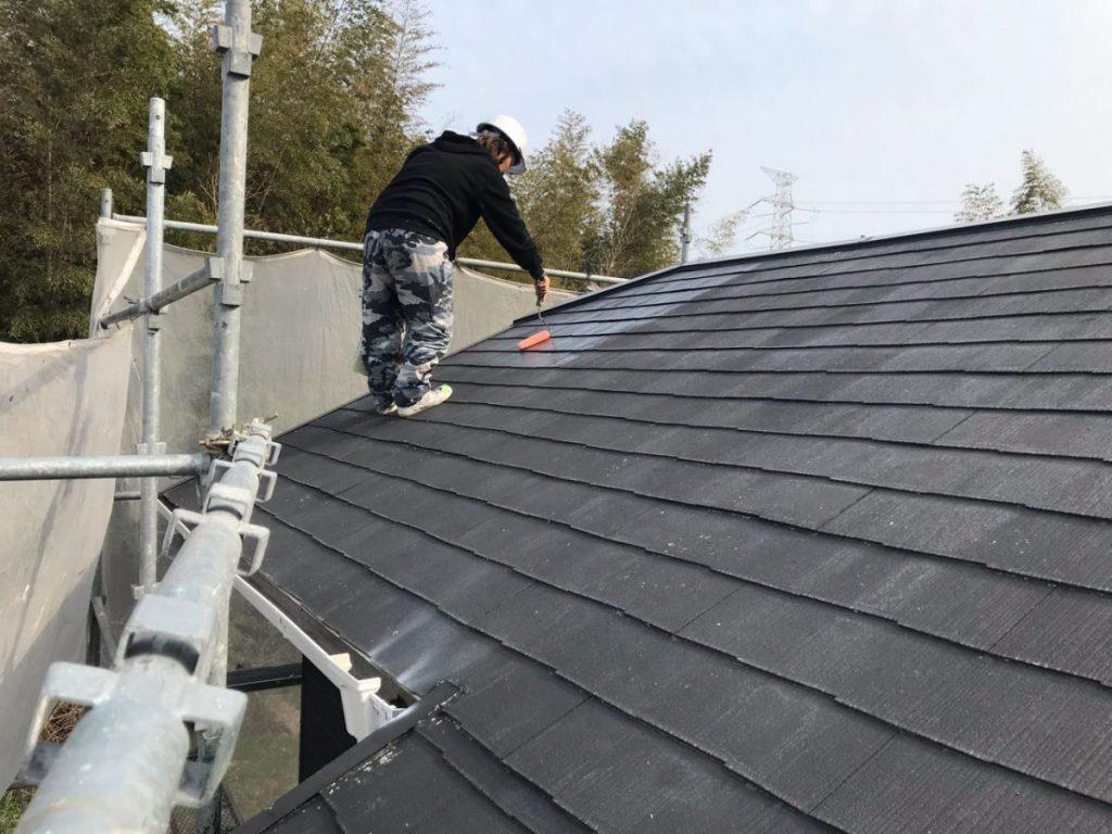 薩摩川内市下塗り屋根塗装工事の様子