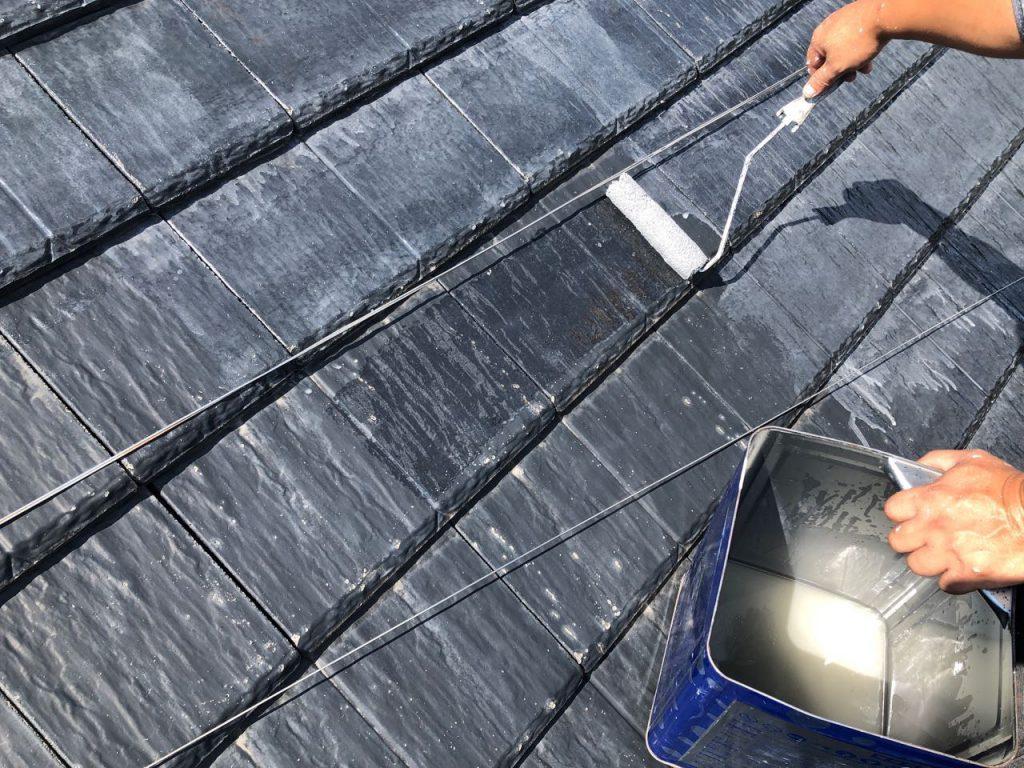 霧島市屋根の下塗り塗装の様子