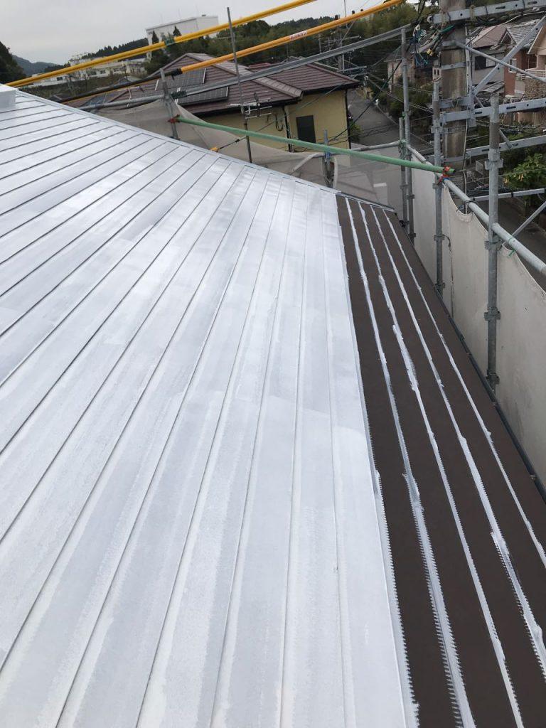 宮崎市ガルバリウム鋼板塗装の様子