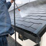 都城市 屋根の高圧洗浄の様子