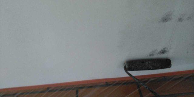 【宮崎県宮崎市】霧島にあるモルタル外壁の住宅で弾性プレミアムフィラーで塗装をした工事軒天上塗り