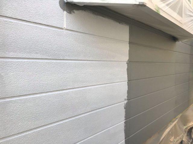 【宮崎県宮崎市】花山手にある42坪の住宅でコロニアル屋根と外壁の塗装工事外壁中塗り
