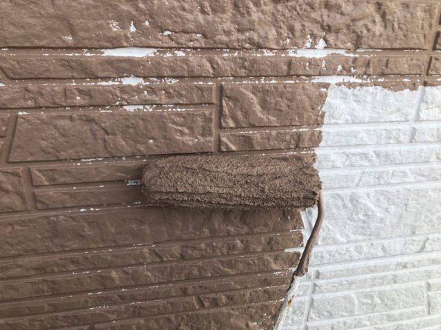 【宮崎県宮崎市】佐土原町で築19年の住宅で外壁と屋根の塗装工事外壁中塗り