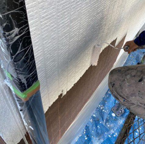 【宮崎県宮崎市】花山手にある41坪の住宅でスーパーセラタイトFを使った外壁塗装と、屋根の塗装工事外壁下塗り