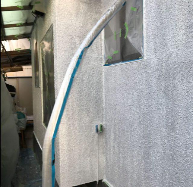 【宮崎県宮崎市】希望ヶ丘で111平方メートルの外壁と付帯部を塗装した工事外壁下塗り