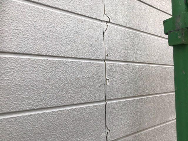 【宮崎県宮崎市】花山手にある42坪の住宅でコロニアル屋根と外壁の塗装工事シーリング既存状況
