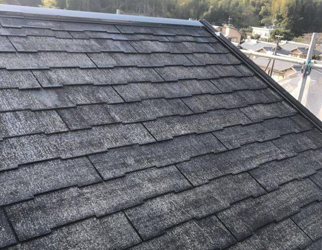 【宮崎県西都市】岩爪で66坪の住宅で屋根(スレートブラックカラー)・外壁塗装をした工事屋根下塗り
