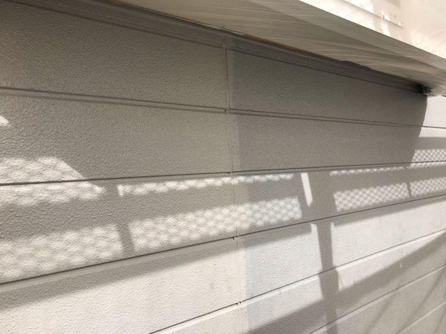 【宮崎県宮崎市】花山手にある42坪の住宅でコロニアル屋根と外壁の塗装工事外壁上塗り