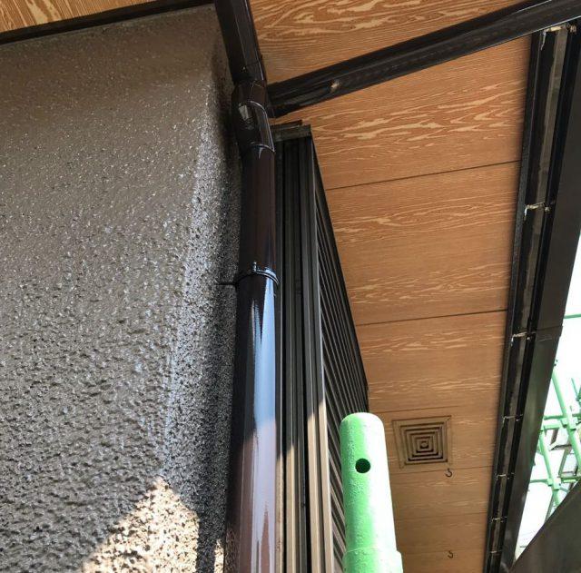 【宮崎県宮崎市】希望ヶ丘で111平方メートルの外壁と付帯部を塗装した工事雨樋上塗り