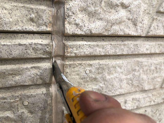 【宮崎県宮崎市】佐土原町で築19年の住宅で外壁と屋根の塗装工事シーリング撤去