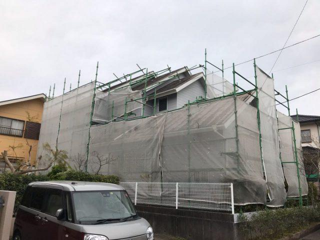 【宮崎県宮崎市】花山手にある42坪の住宅でコロニアル屋根と外壁の塗装工事養生