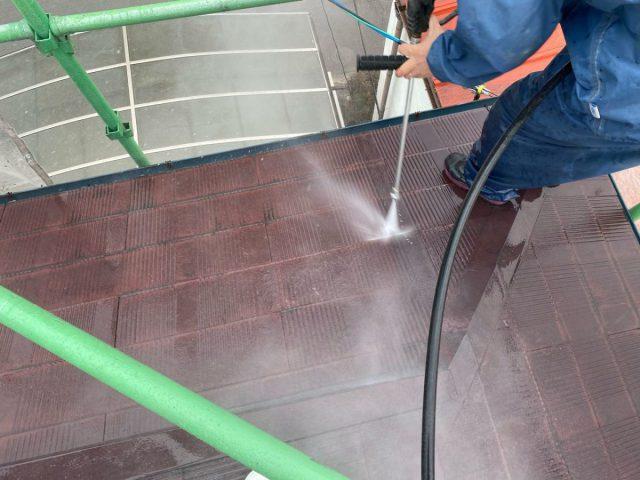 【宮崎県宮崎市】霧島の住宅でコロニアル屋根の高圧洗浄2