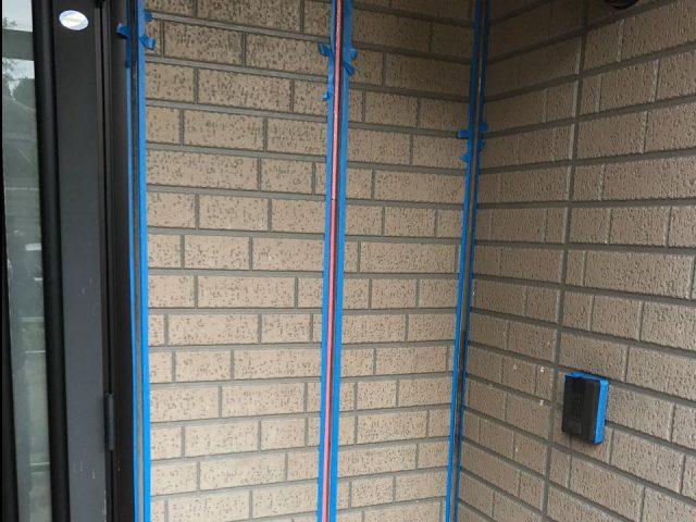 【宮崎県西都市】岩爪で66坪の住宅で屋根(スレートブラックカラー)・外壁塗装をした工事シーリング養生